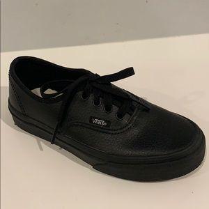 🆕 VANS Kids Old Skool Leather Sneakers Size 2